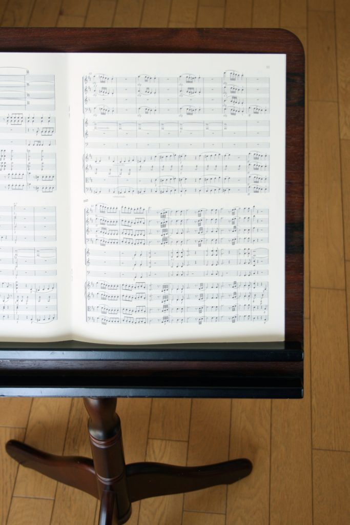 譜面台の楽譜