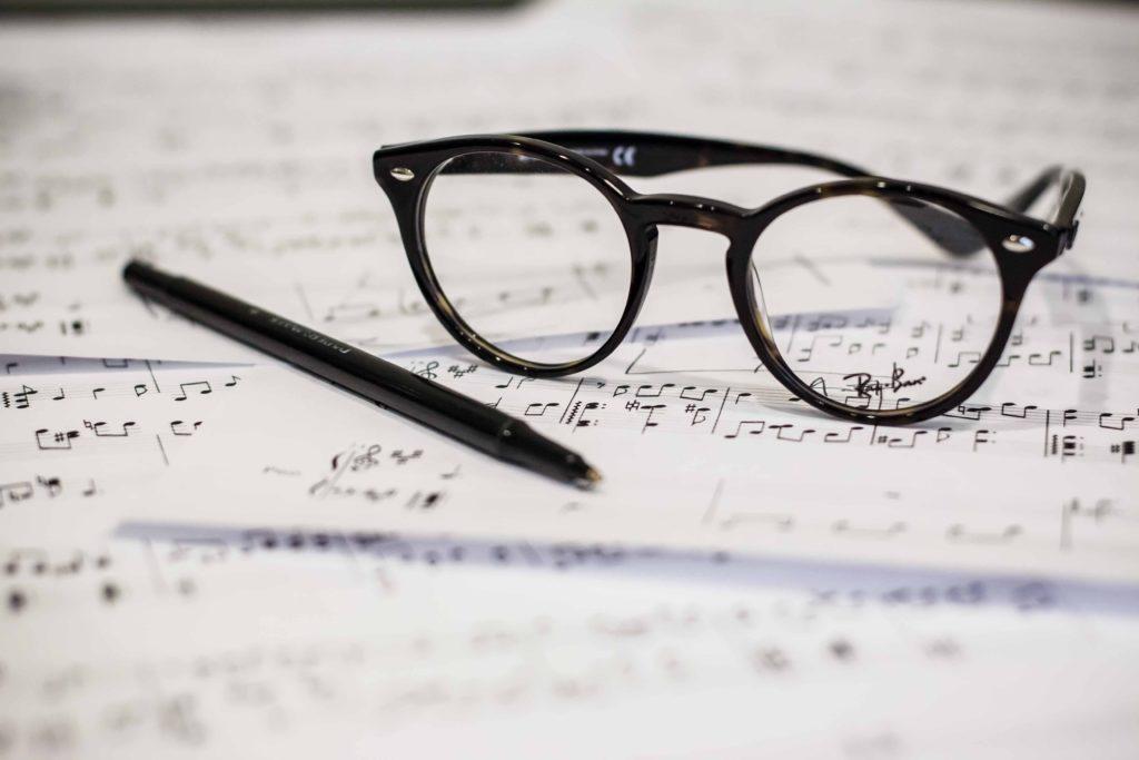 楽譜とメガネ